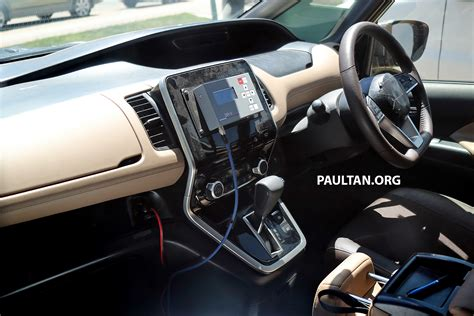 spied  gen nissan serena  interior revealed