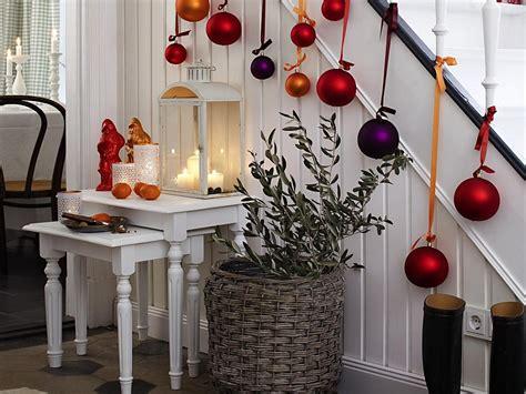 gorgeous christmas staircase decorating ideas
