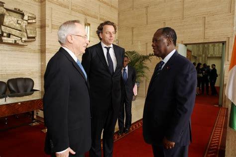 sous le bureau de la secretaire echos du palais le sous secrétaire général des nations
