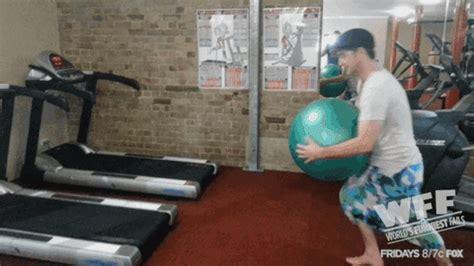 treadmill fails gif  worlds funniest find share