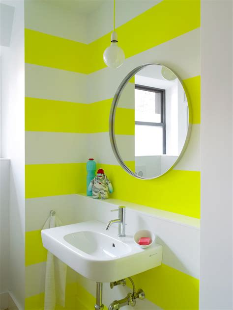 Paint Ideas For Small Bathrooms by 10 Paint Color Ideas For Small Bathrooms Diy Network