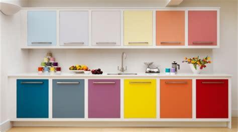couleur de porte d armoire de cuisine rénovation de la cuisine à petit budget idées pratiques