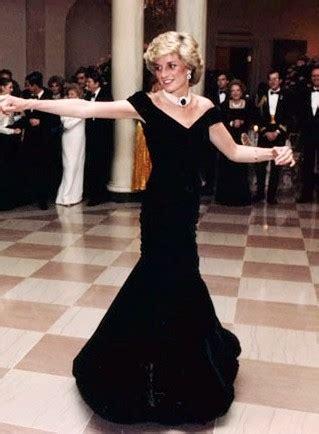 travolta dress wikipedia