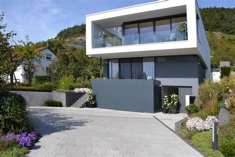 Moderne Häuser Aussenanlage heim galabau eine au 223 enanlage der besonderen klasse