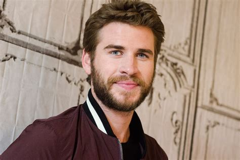 liam hemsworth has urged australia to vote yes for same