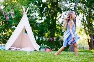 Sonnenschutz Für Garten : kinder im garten sonnenschutz f r den nachwuchs das gartenmagazin ~ Markanthonyermac.com Haus und Dekorationen