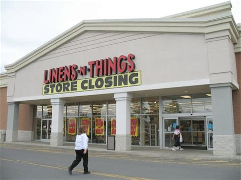 Bargain Hunting At The Linens 'n Things Closeout All