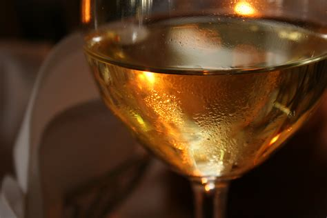 how to serve dessert wine by the ideal wine company