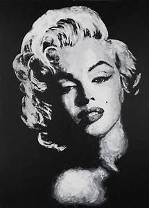 Marilyn Monroe - Black And White Painting by Havi