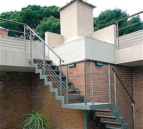 escalier fixe au mur percer dans un mur en b 233 ton porteur du parpaing de la brique