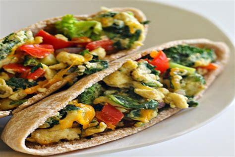 cuisiner la betterave sandwich pita aux légumes et œufs brouillés manger