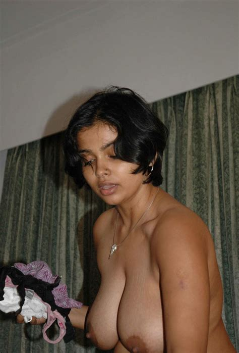 Indian Girls Showing Hot Boobs And Rough Thighs Withoutdress