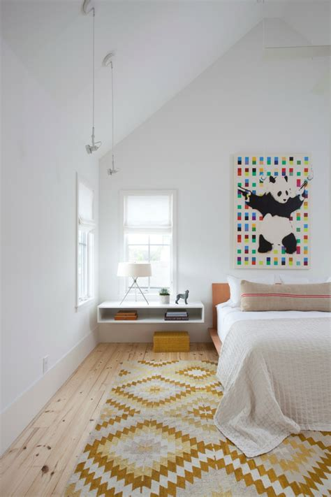 chambre flottante installer une table de nuit suspendue près de lit