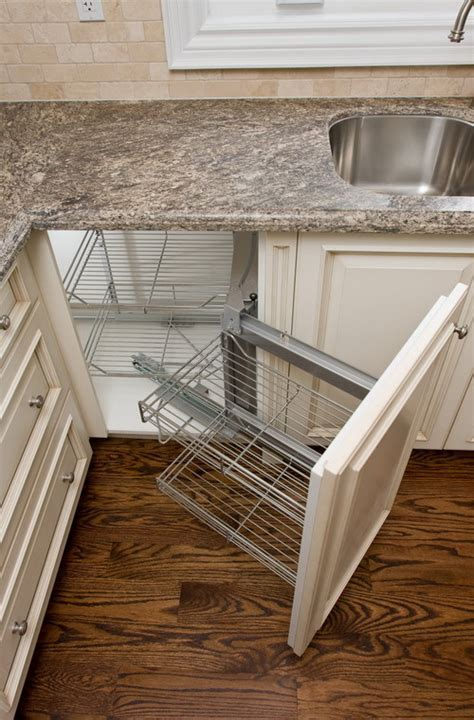 What a clever use of the corner cabinet space!