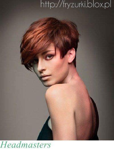 katalog fryzur modne fryzury  grzywka dlugiesrednie na studniowke slubne