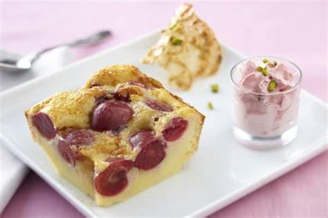 dessert aux cerises fraiches recette de clafoutis aux cerises espuma 224 la framboise et tuile 224 la pistache facile et rapide