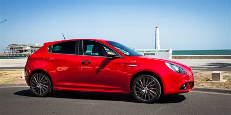 2015 Alfa Romeo by 2015 Alfa Romeo Giulietta Distinctive Qv Line Review