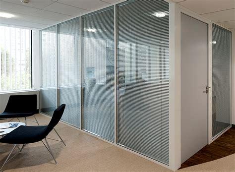 cloison bureau vitr馥 les cloisons de bureau vitrées toute hauteur espace cloisons alu ile de agencement et amé agement de bureaux en cloison amovible