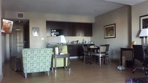 queen bedroom picture  la quinta inn suites