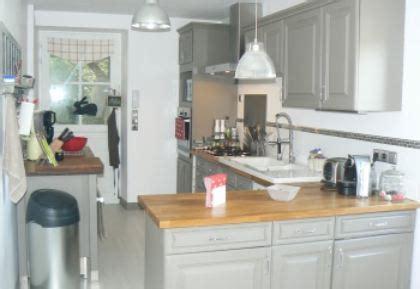 customiser cuisine rustique relooker sa cuisine rustique le bois chez vous