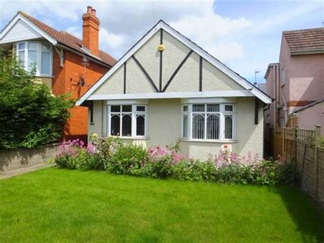 2 Bedroom Detached Bungalow For Sale In Cricklade Road