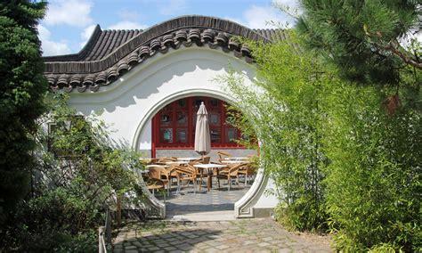 Der Chinesische Garten In Berlin Marzahn by G 228 Rten Der Welt In Berlin Mondtor Im Chinesischen Garten