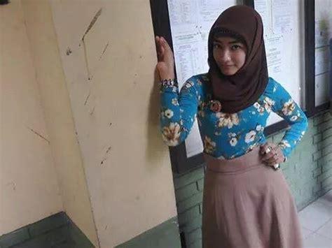 cewek jilbab  toket bulet nonjol hijab seksi