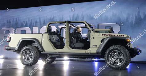 jeep introduces gladiator rubicon pickup truck automobility foto editorial en stock imagen en