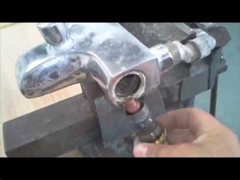 comment demonter un robinet de baignoire comment d 233 tartrer un robinet thermostatique grohe