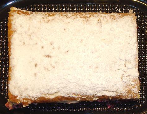 Solvitas virtuve: Biskvīta rulete ar upenēm un siera krēmu