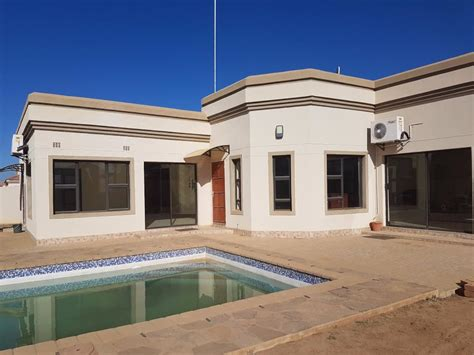 bedroom house  sale  gaborone north  bwp  remax