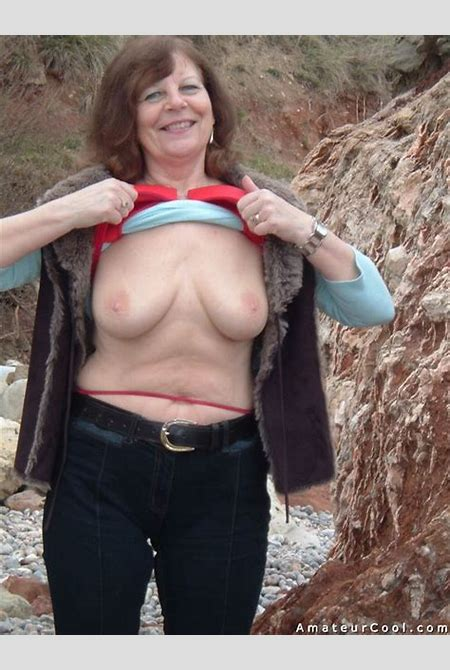 Granny in lingerie flashing and spreading   Amateur Cool