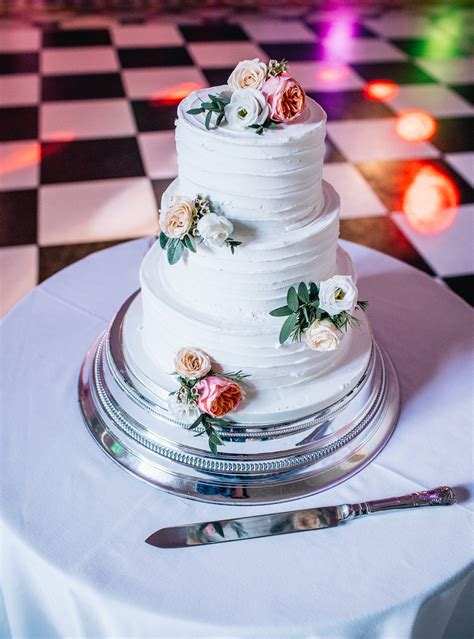 Rustic Wedding Cake with Fresh Flowers - The Cakery ...