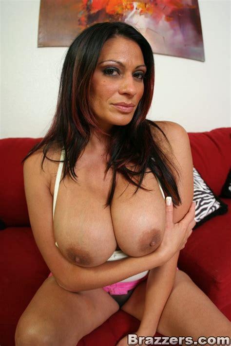 Mature Latina Pornstar Ava Lauren Revealing Her Nice Juggs