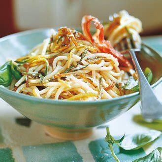 cuisine italienne recette spaghettis courgette et pancetta magazine avantages