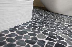 le carrelage galet pratique revetement pour la salle de bain With sol stratifie pour salle de bain