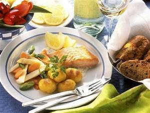 Lachs Mit Gemüse : lachs mit gebratenen kartoffeln und gem se rezept eat smarter ~ Orissabook.com Haus und Dekorationen