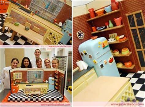 rachael rays studio kitchen cake  pink cake box