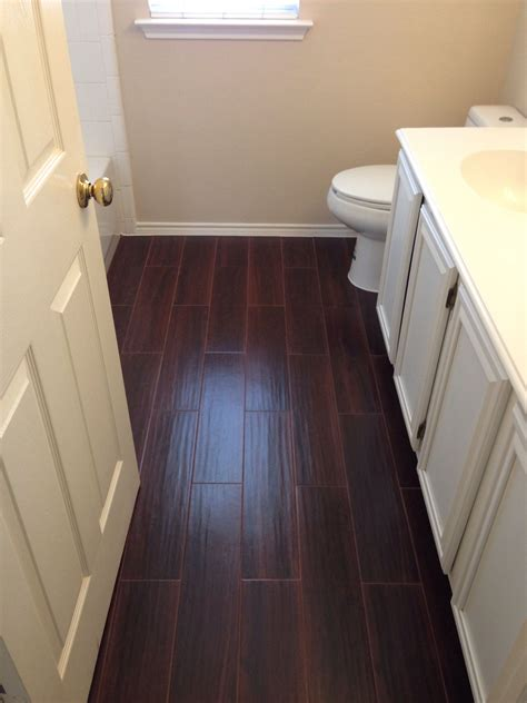 Tiles Bathroom Floor by We Used Porcelain Tile That Looks Like Hardwood For Our