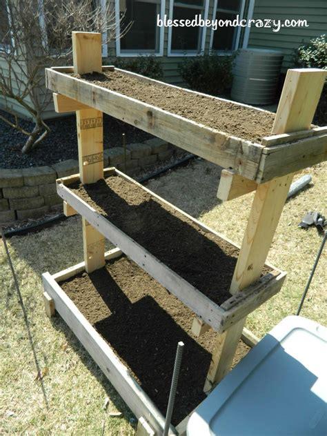 diy gardening 25 garden pallet projects