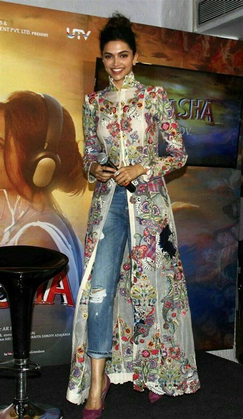 12 best Bollywood oufits 2017 images on Pinterest   Indian clothes Indian wear and Bollywood ...