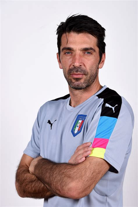 Buffon Portiere by Gianluigi Buffon N1 Portiere Della Juve Quot Per L Italia