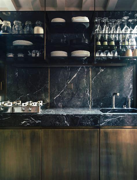 cuisine marbre noir marbre noir parement bois et mobilier de luxe d 39 un