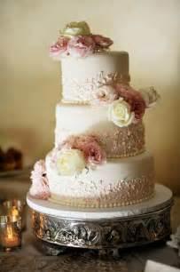 hochzeitstorten fondant fondant wedding cakes vintage wedding cake 805220 weddbook