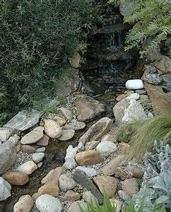 Wasserlauf Im Garten : bachlauf selber bauen anleitung f r den diy wasserlauf germanblogs gartenbau pinterest ~ Orissabook.com Haus und Dekorationen