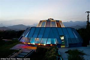Man builds bizarre UFO house to fulfill teenage promise to ...