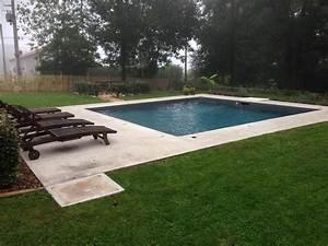 Piscine carre liner couleur gris anthracite terrasse en for Piscine liner gris anthracite 7 piscines les nouvelles tendances galerie photos d