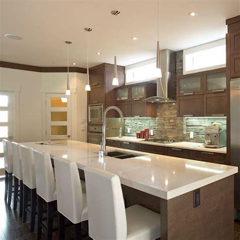 grand ilot de cuisine grand îlot contemporain avec comptoir de quartz cuisine