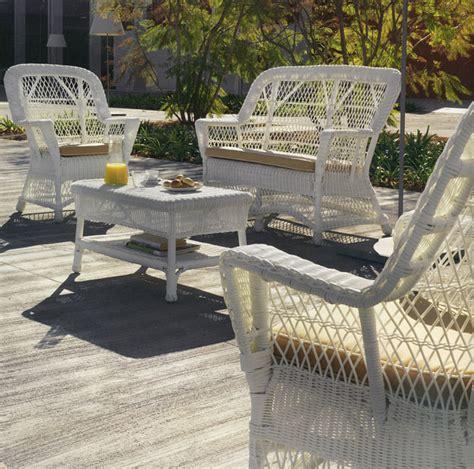coussin pour canape exterieur canapé de jardin 2 places et demi en résine et rotin