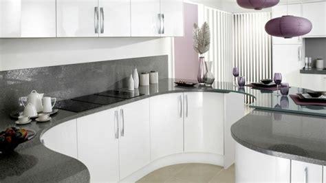 fitted kitchen accessories cuisine blanche avec plan de travail noir 73 id 233 es de 3754